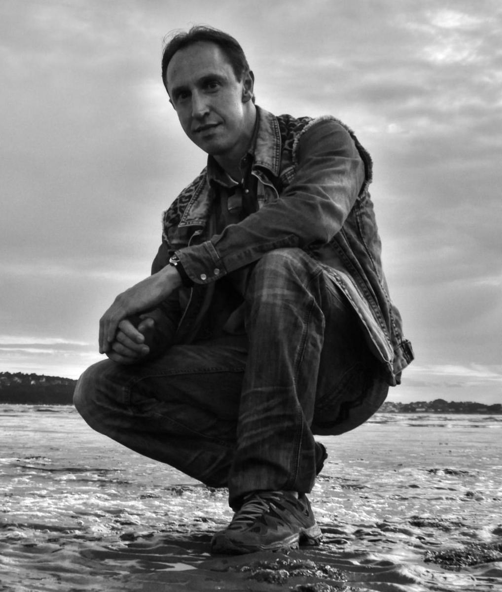 Jean-Marc Dhainaut est un auteur de romans fantastiques et thrillers surnaturels.